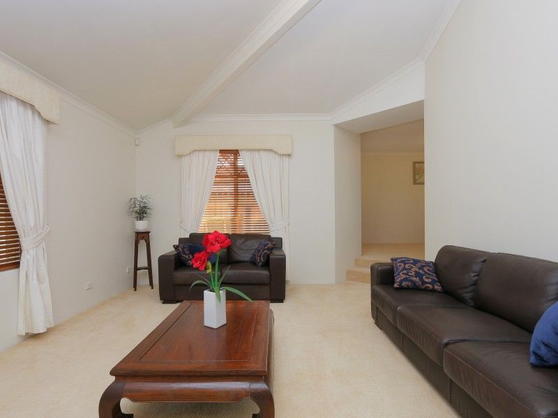17 Prichard Place, Canning Vale WA 6155, Image 2