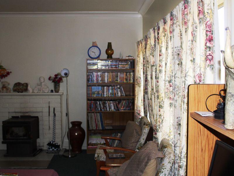 37 Lewis Street, Glen Innes NSW 2370, Image 2