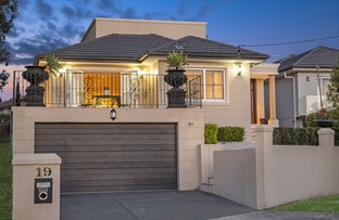 19 Braeside Crescent, Earlwood NSW 2206
