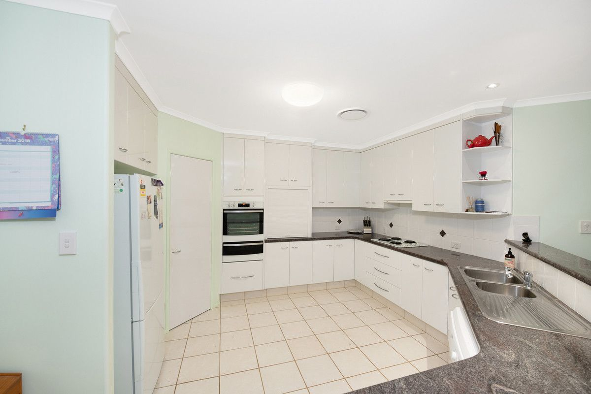 5 Jess Place, Coral Cove QLD 4670, Image 2