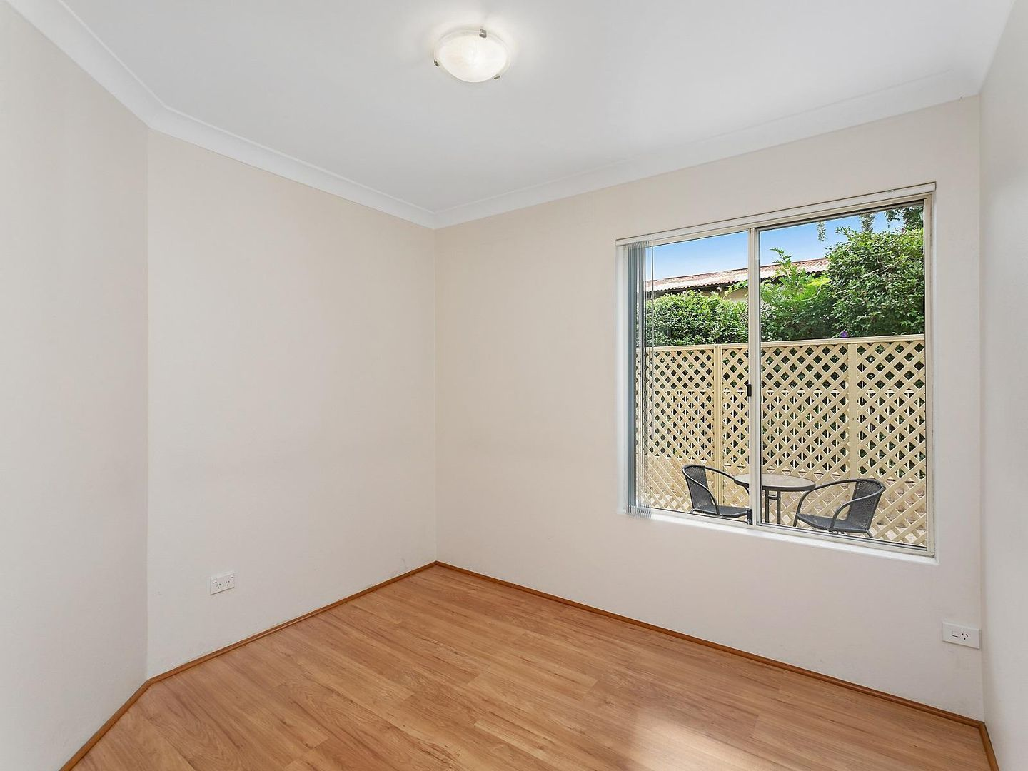 1 WEEKS RENT FREE 9/ Central Coast Highway, West Gosford NSW 2250, Image 2