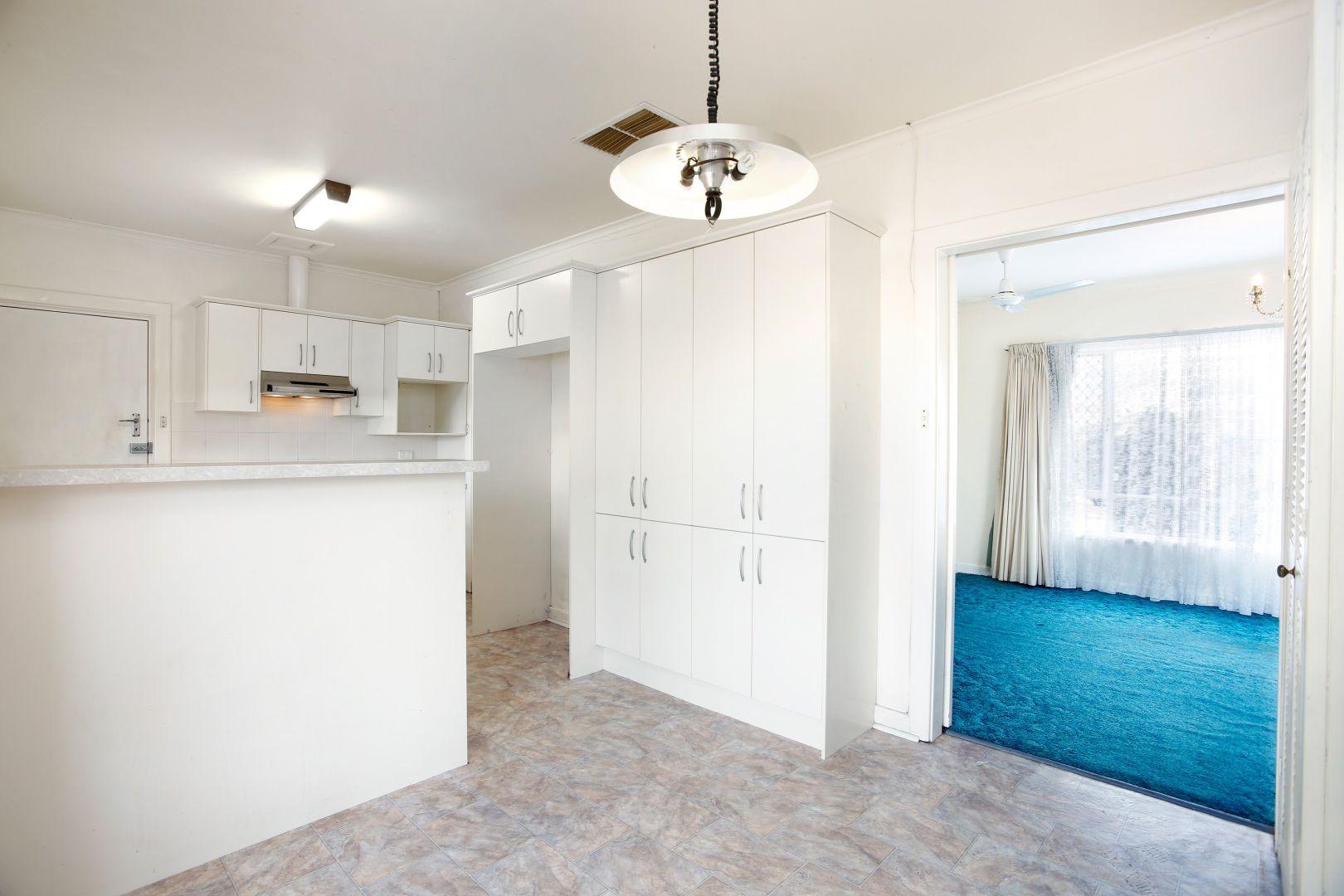32 Grand View Drive, Seacombe Heights SA 5047, Image 2