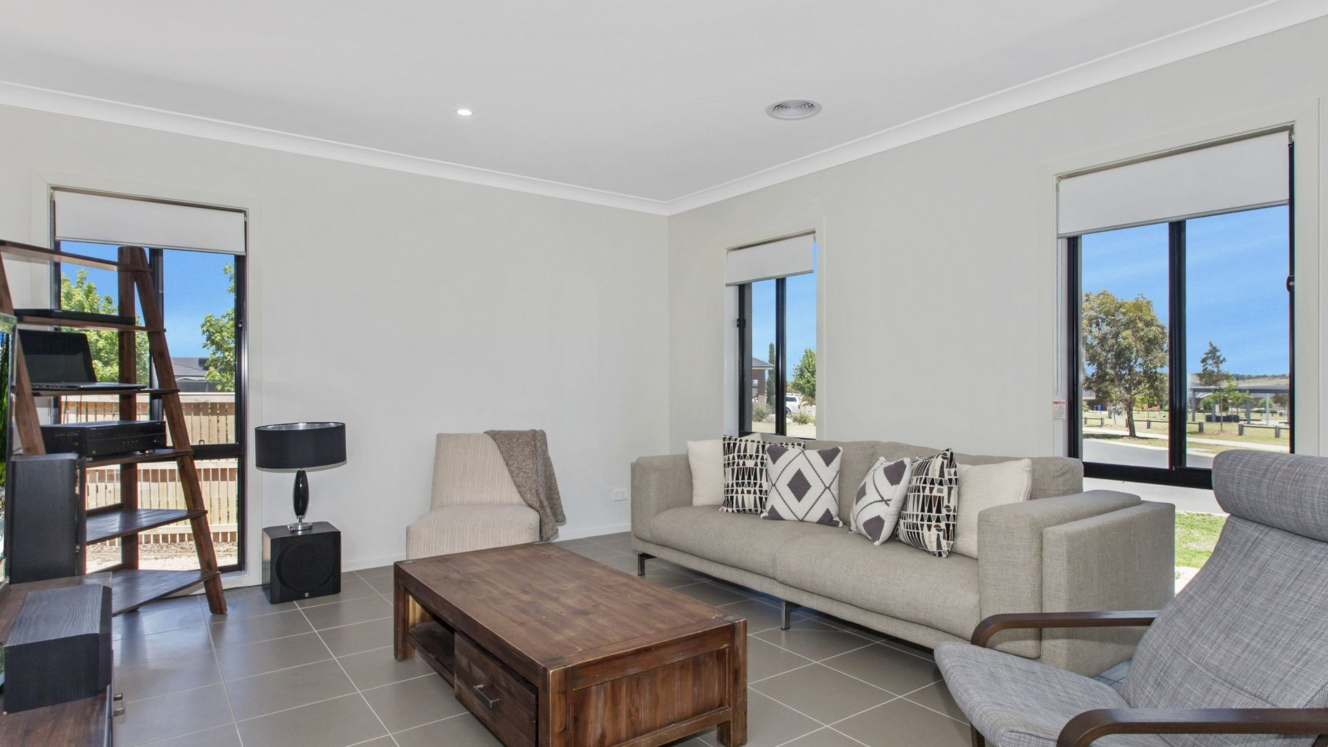 5 Vantage Green, Beveridge VIC 3753, Image 2