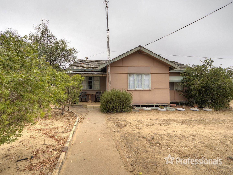 18 Forrest Street, Quairading WA 6383, Image 2