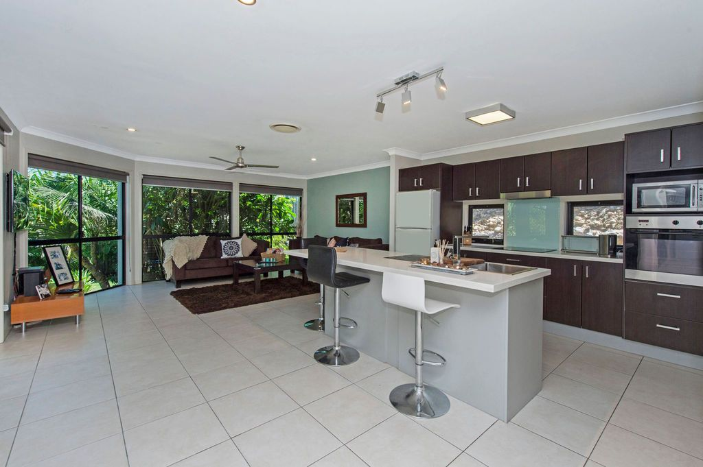 8 Minyon Court, Pacific Pines QLD 4211, Image 1