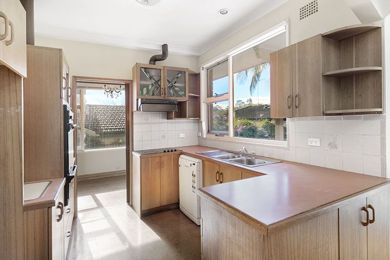 22 Alkoomie Ave, Forestville NSW 2087, Image 2