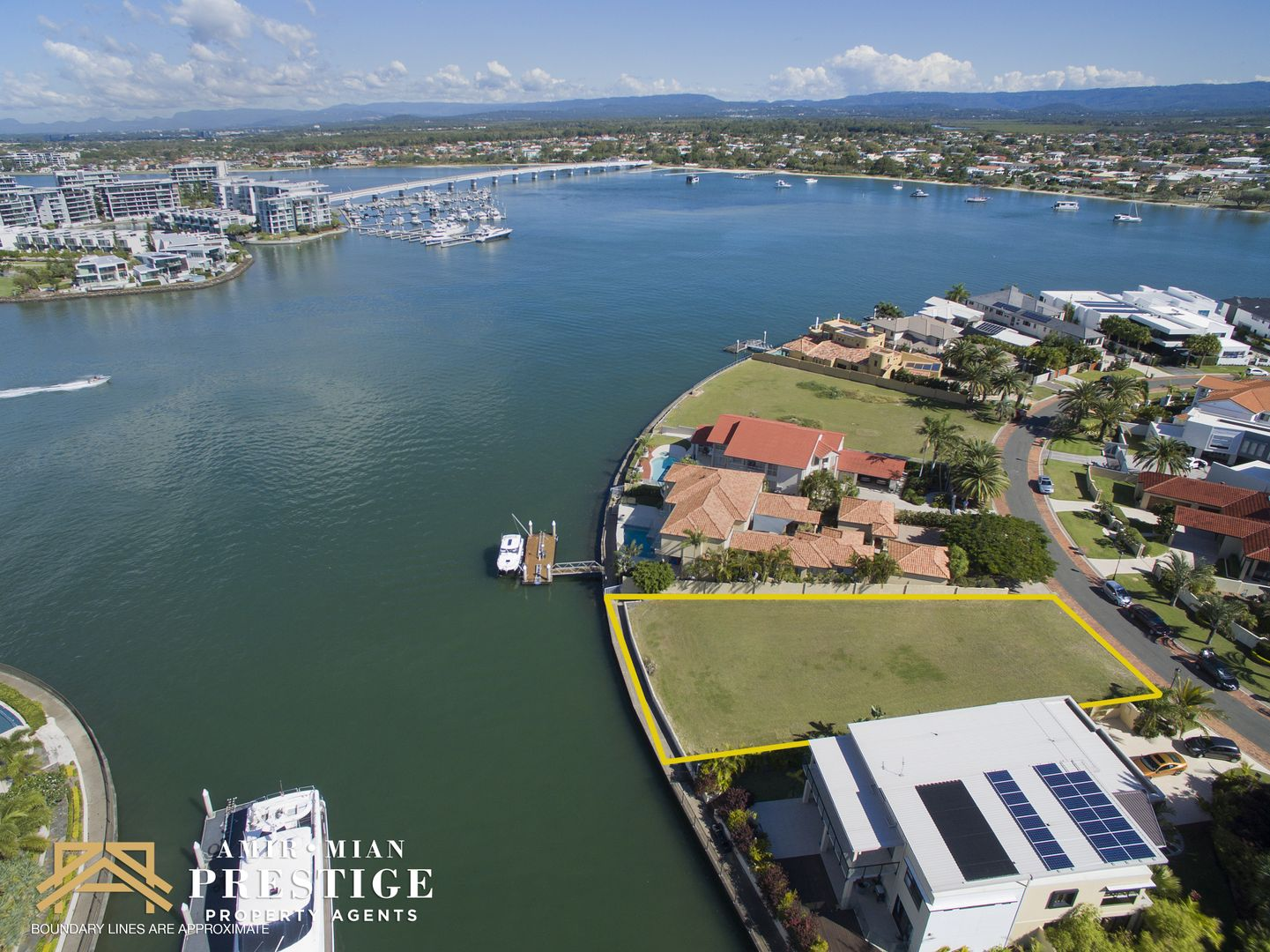 24 Brittanic Crescent, Sovereign Islands QLD 4216, Image 2