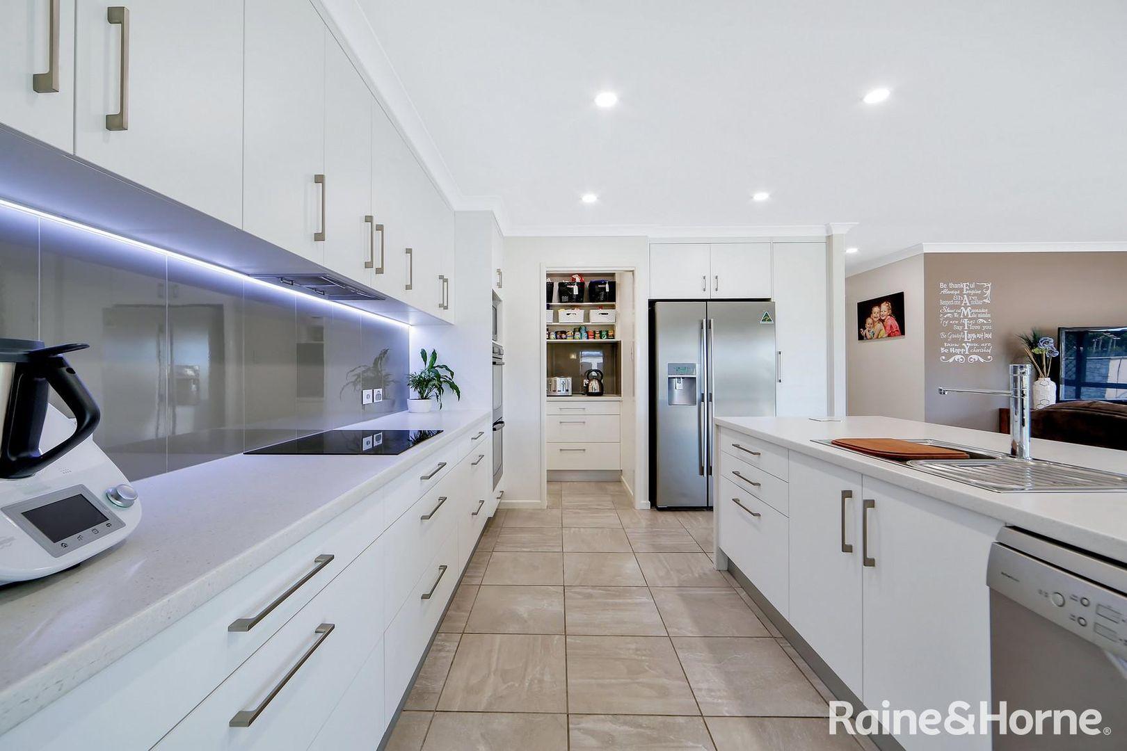 3 Compass Avenue, Innes Park QLD 4670, Image 2