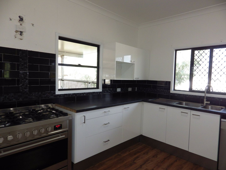 3 Lovell Street, Roma QLD 4455, Image 2