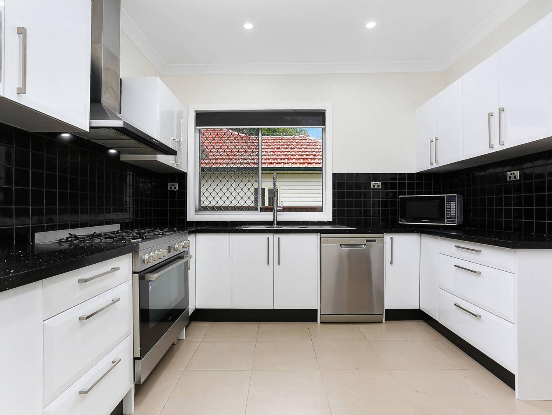 11 Lily Avenue, Riverwood NSW 2210, Image 2