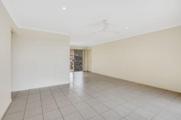 38 Emily Place, Sumner QLD 4074, Image 2