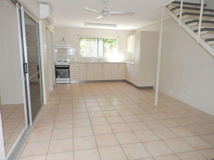 2/31 Roberts Street, Hermit Park QLD 4812, Image 2