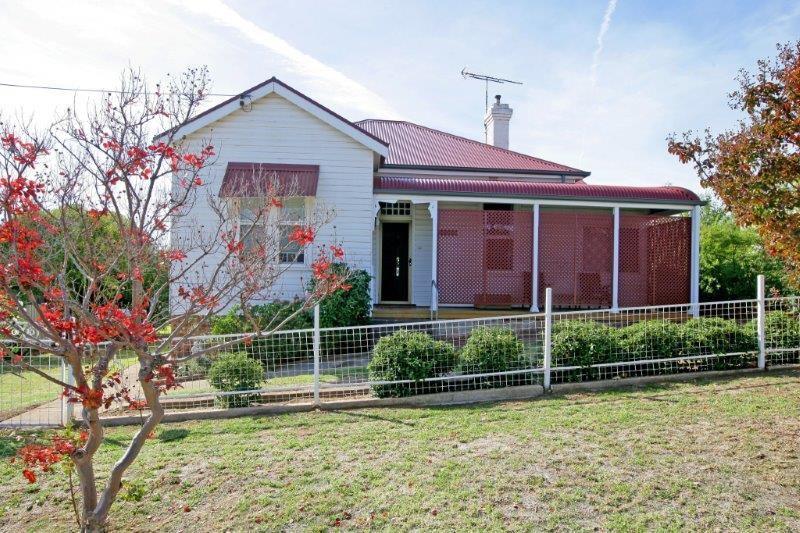 42 Hill Street, Junee NSW 2663