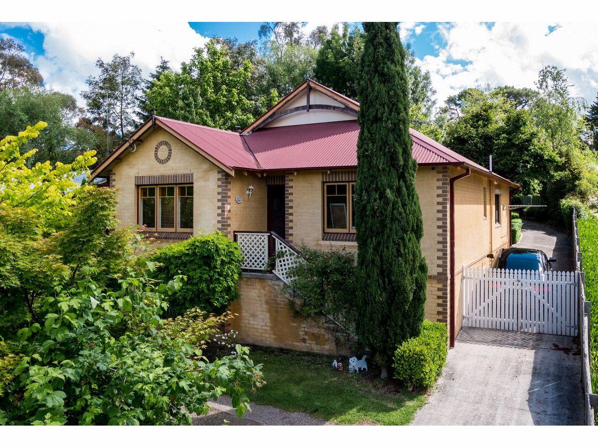8 Fourth Avenue, Katoomba NSW 2780, Image 0