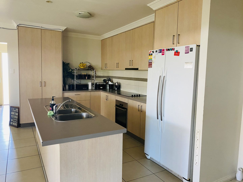 69 Sommerfeld Crescent, Chinchilla QLD 4413, Image 2