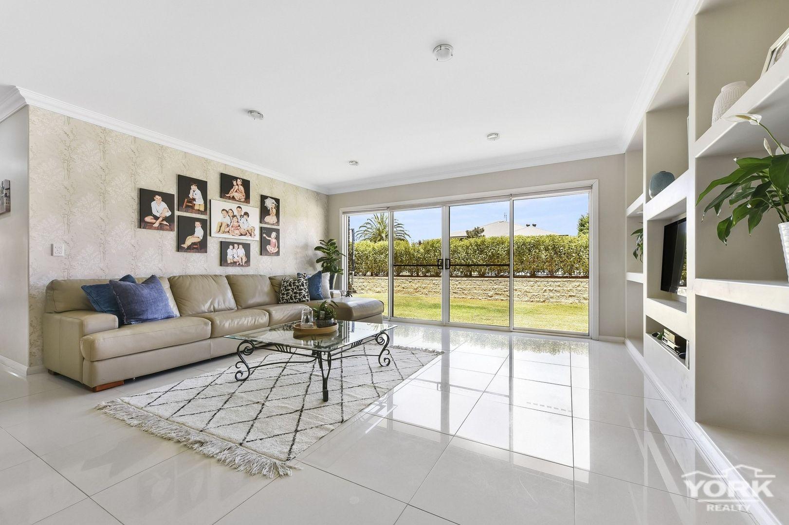 33 Trevean Drive, Kleinton QLD 4352, Image 2