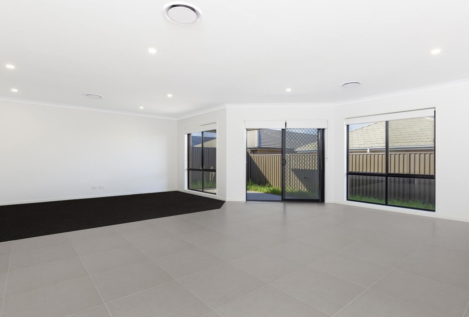 8 Mannes Road, Gledswood Hills NSW 2557, Image 1