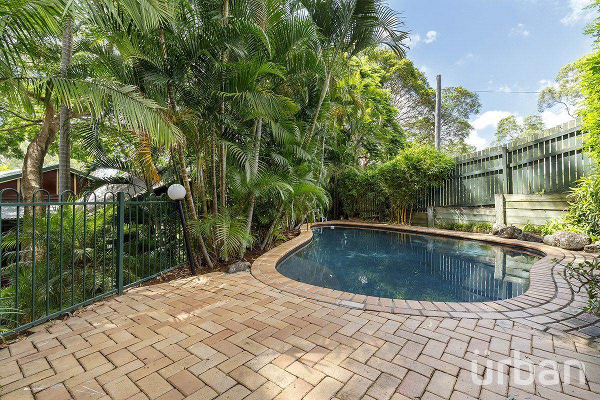 37 Vista Street, Bardon QLD 4065, Image 2