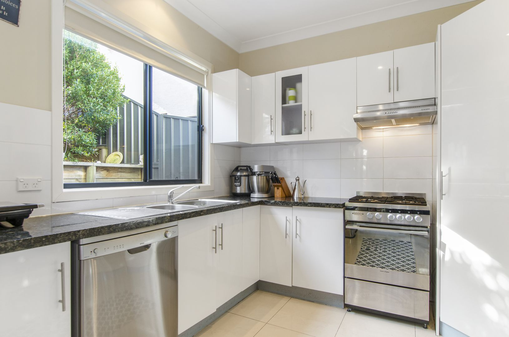 32 Bruce Street, Unanderra NSW 2526, Image 1