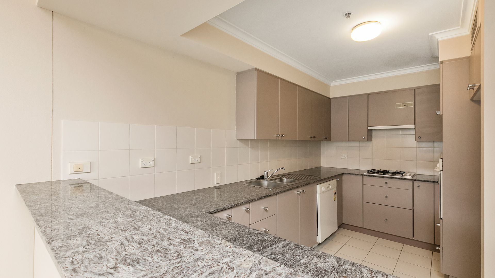 704/36-38 Alfred St, Milsons Point NSW 2061, Image 2