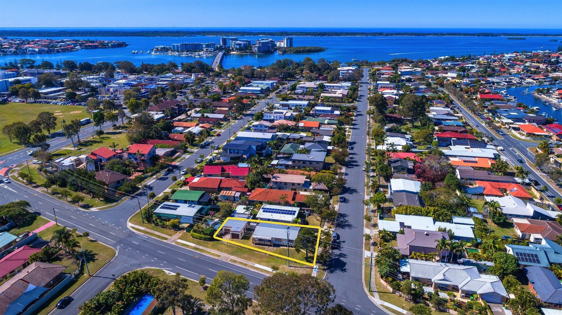 69 Errol Avenue, Paradise Point QLD 4216, Image 0