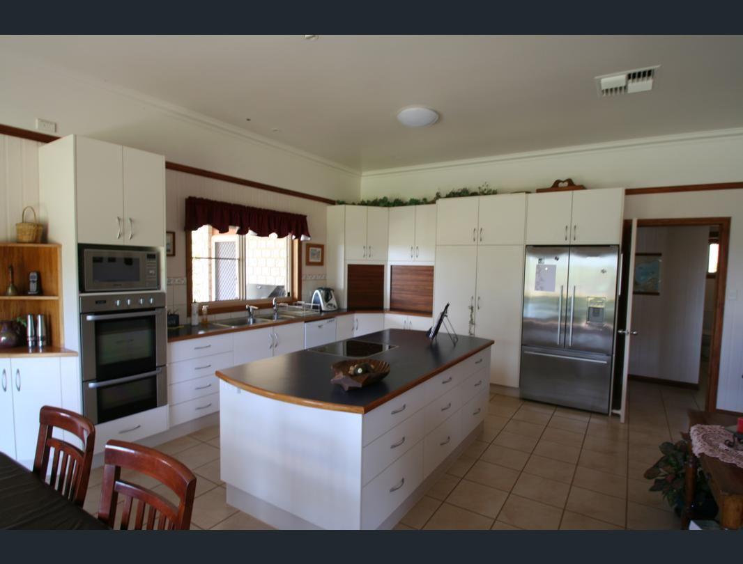7 Mares Tail Lane, Springsure QLD 4722, Image 2