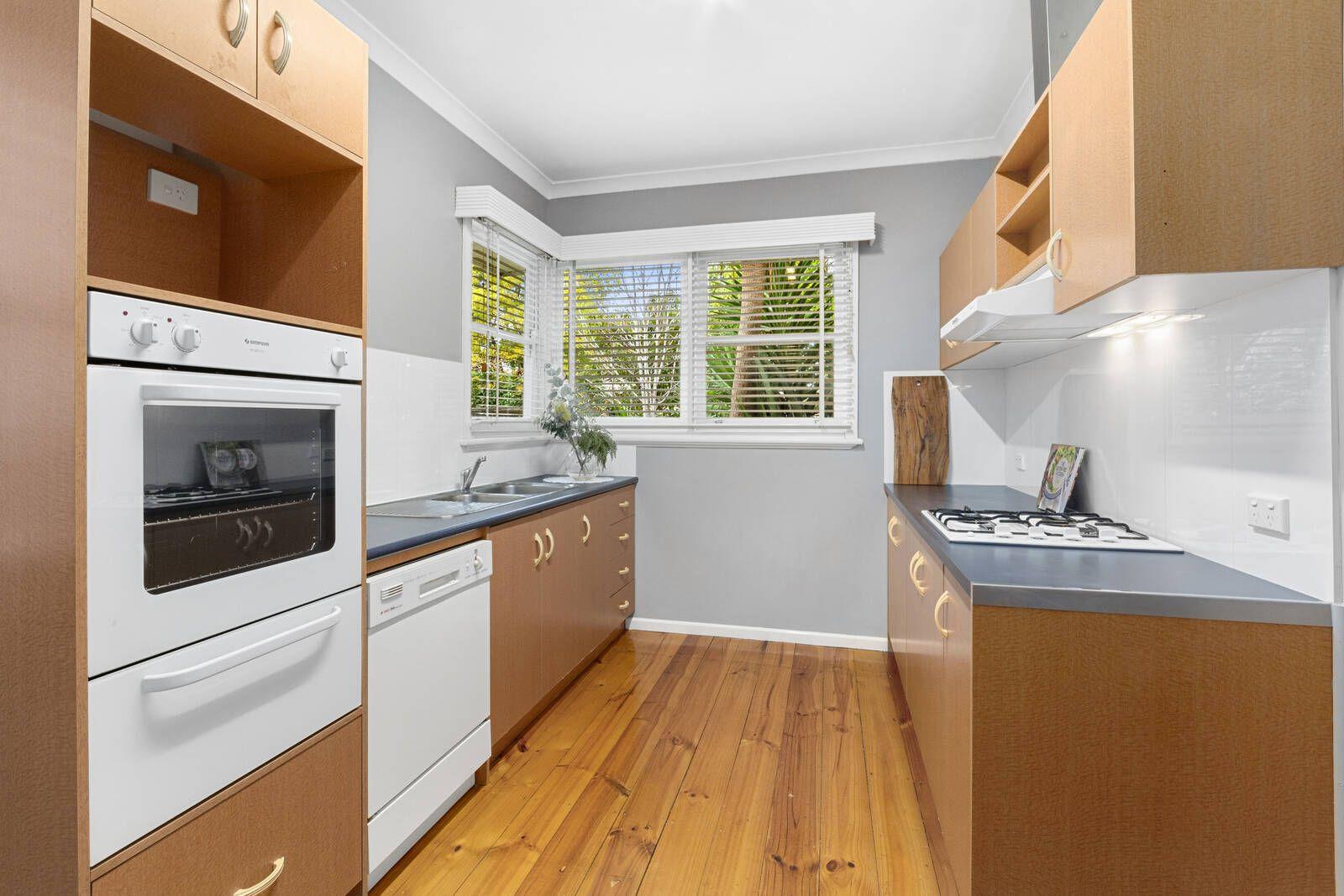 28 Douglass Street, Manifold Heights VIC 3218, Image 2