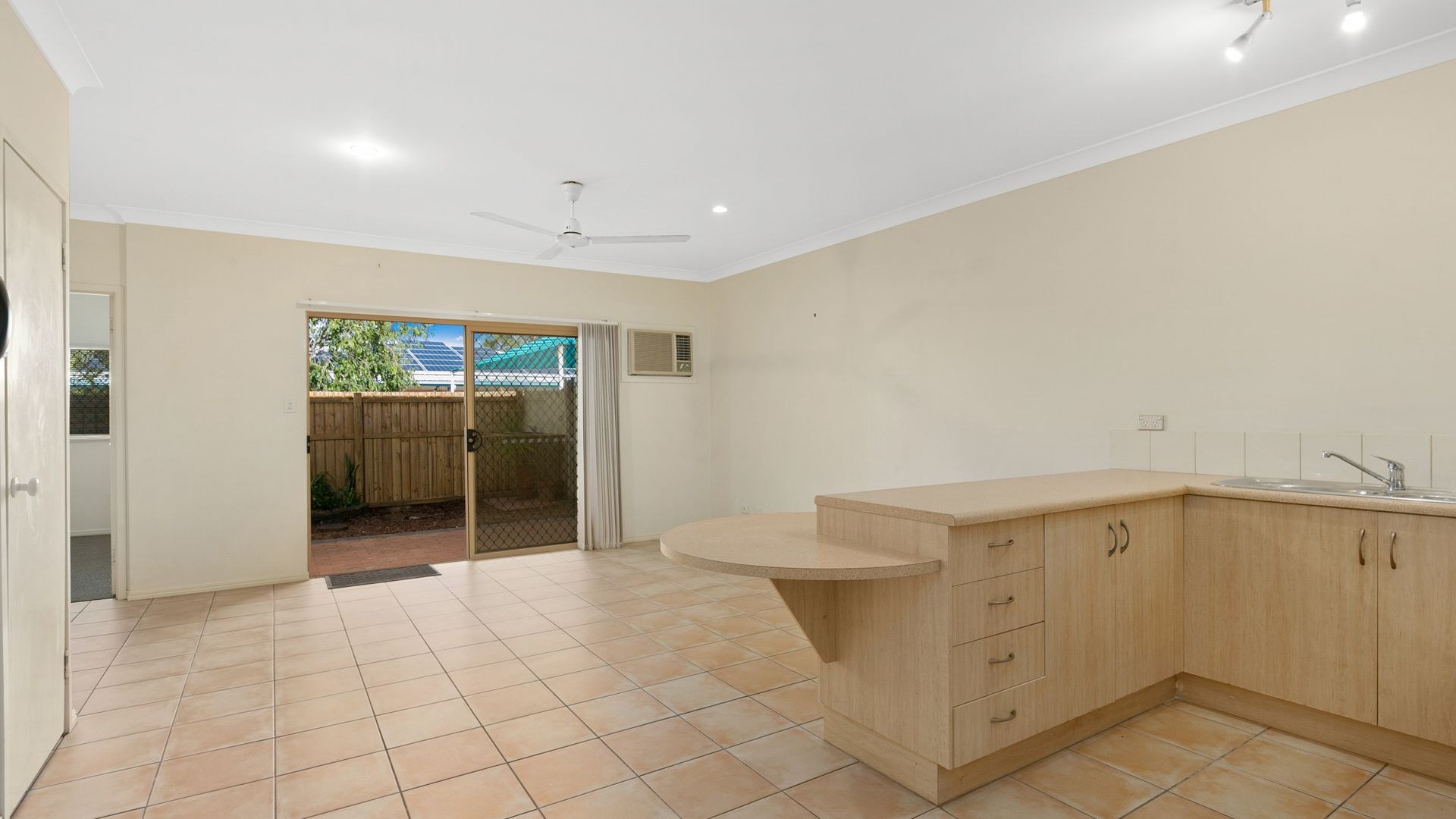4/5-7 Oyster Court, Trinity Beach QLD 4879, Image 1