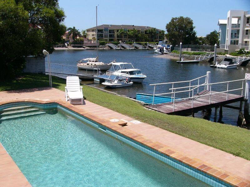 11/75 Bayview Street, Runaway Bay QLD 4216, Image 2