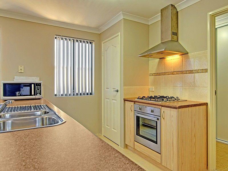 38 Abingdon Crescent, Wellard WA 6170, Image 2