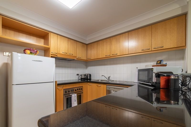 2/128 Mounts Bay Rd, Perth WA 6000, Image 2