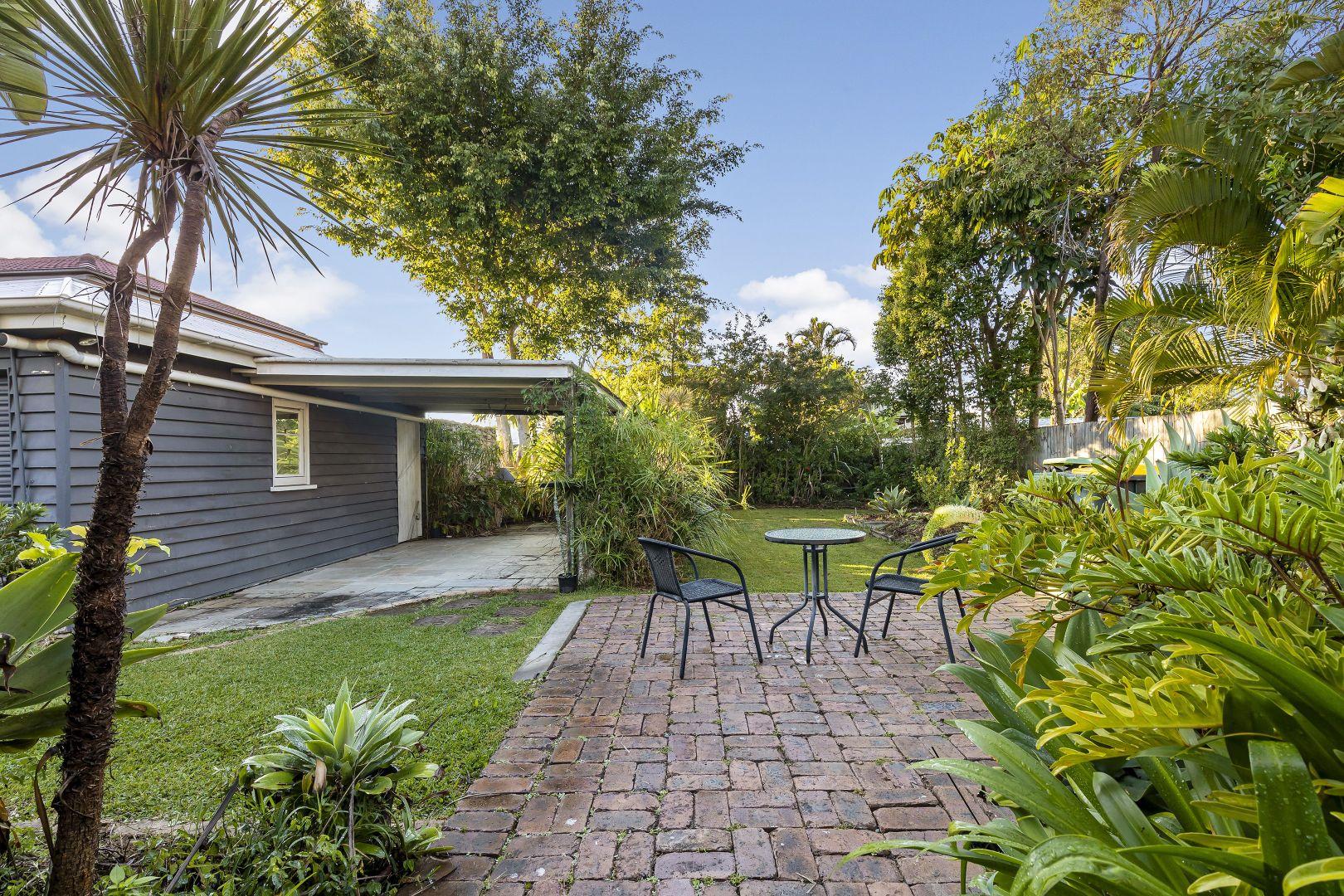 106 Elizabeth  Avenue, Clontarf QLD 4019, Image 2