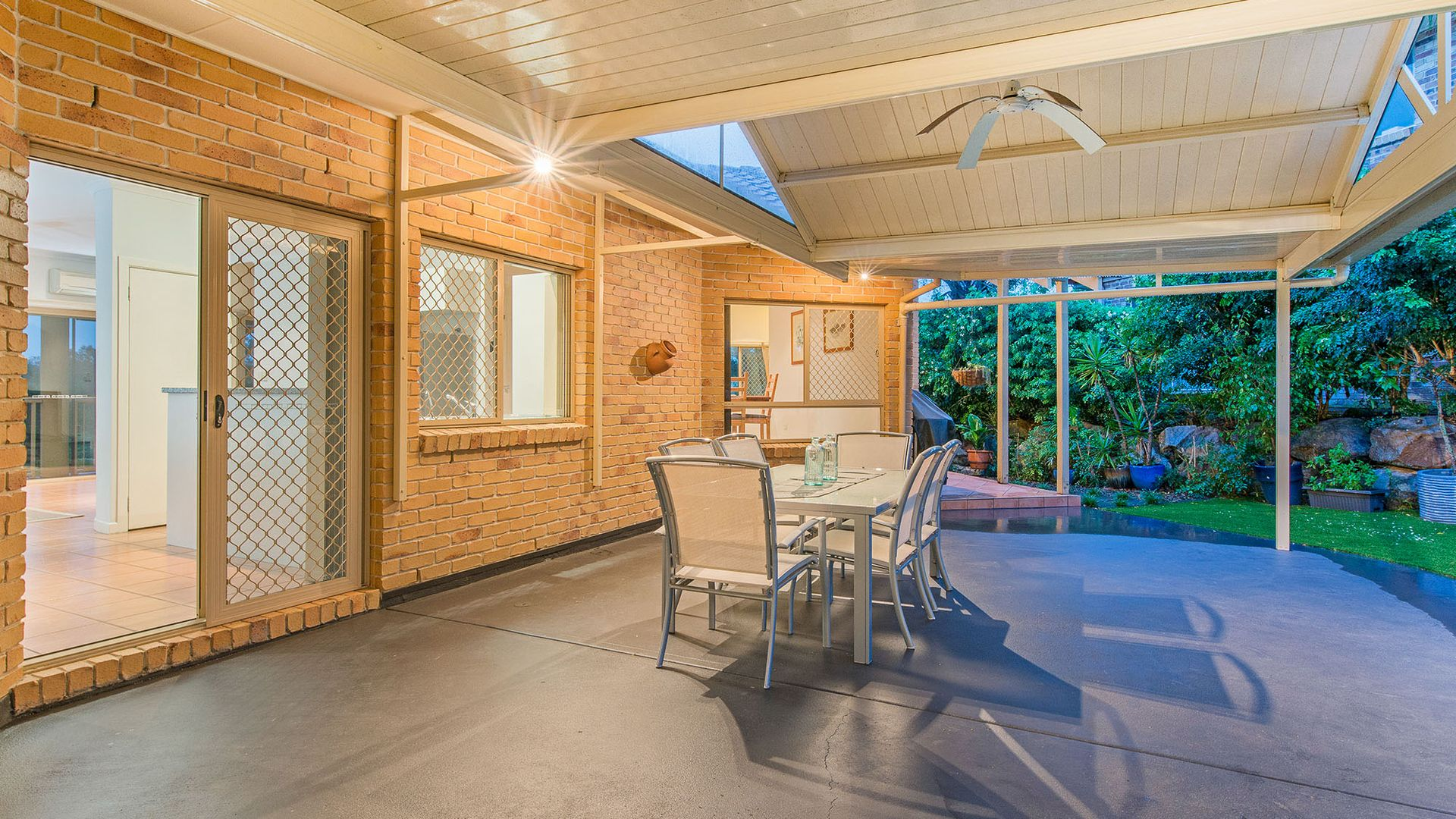 16 Piccadilly Place, Carindale QLD 4152, Image 1