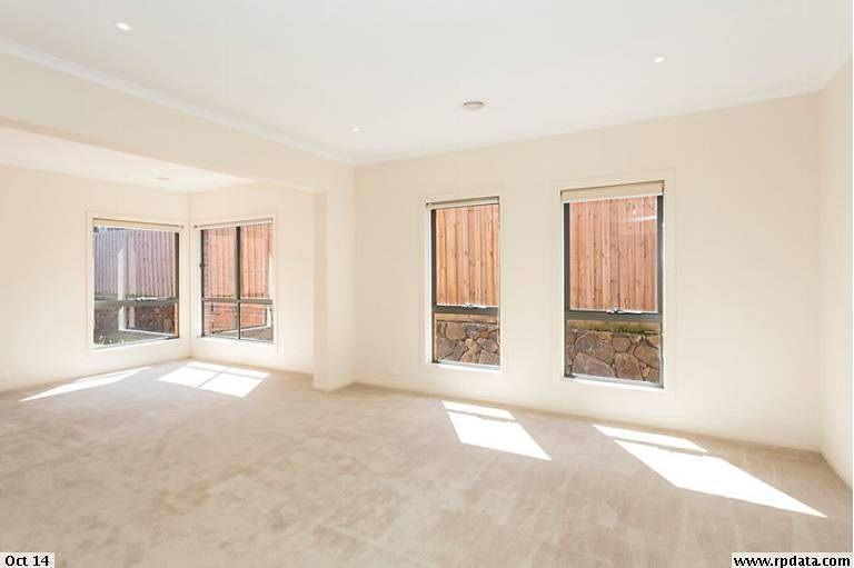 33 Waterlily Drive, Epping VIC 3076, Image 2
