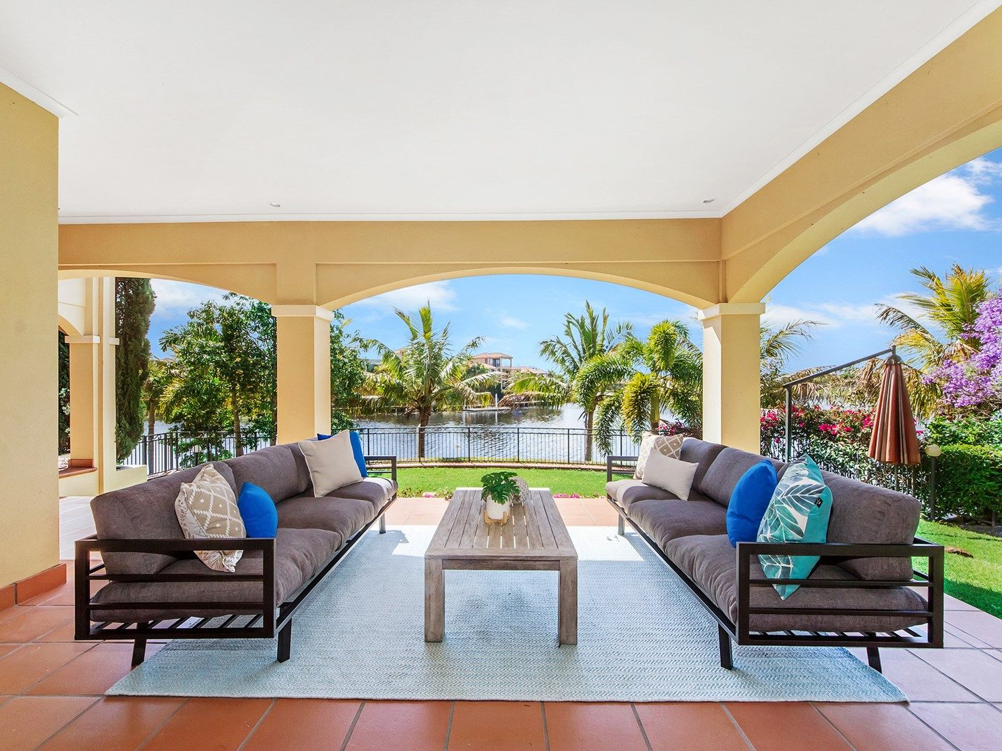 40 Istana  View, Clear Island Waters QLD 4226, Image 1