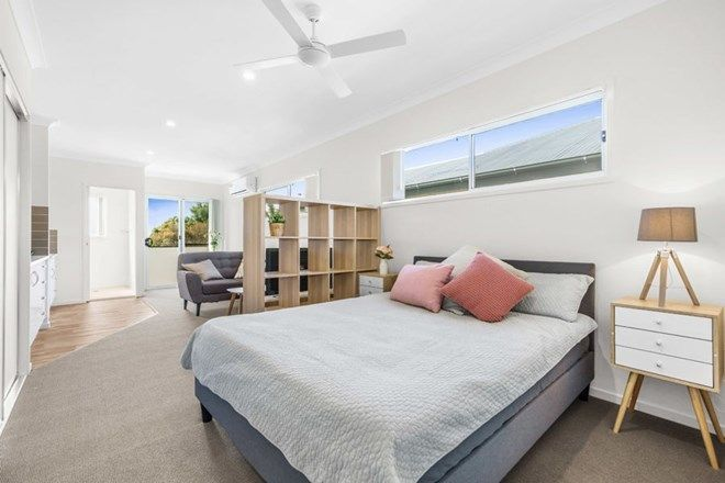 Picture of 4/236A Stradbroke Avenue, WYNNUM QLD 4178