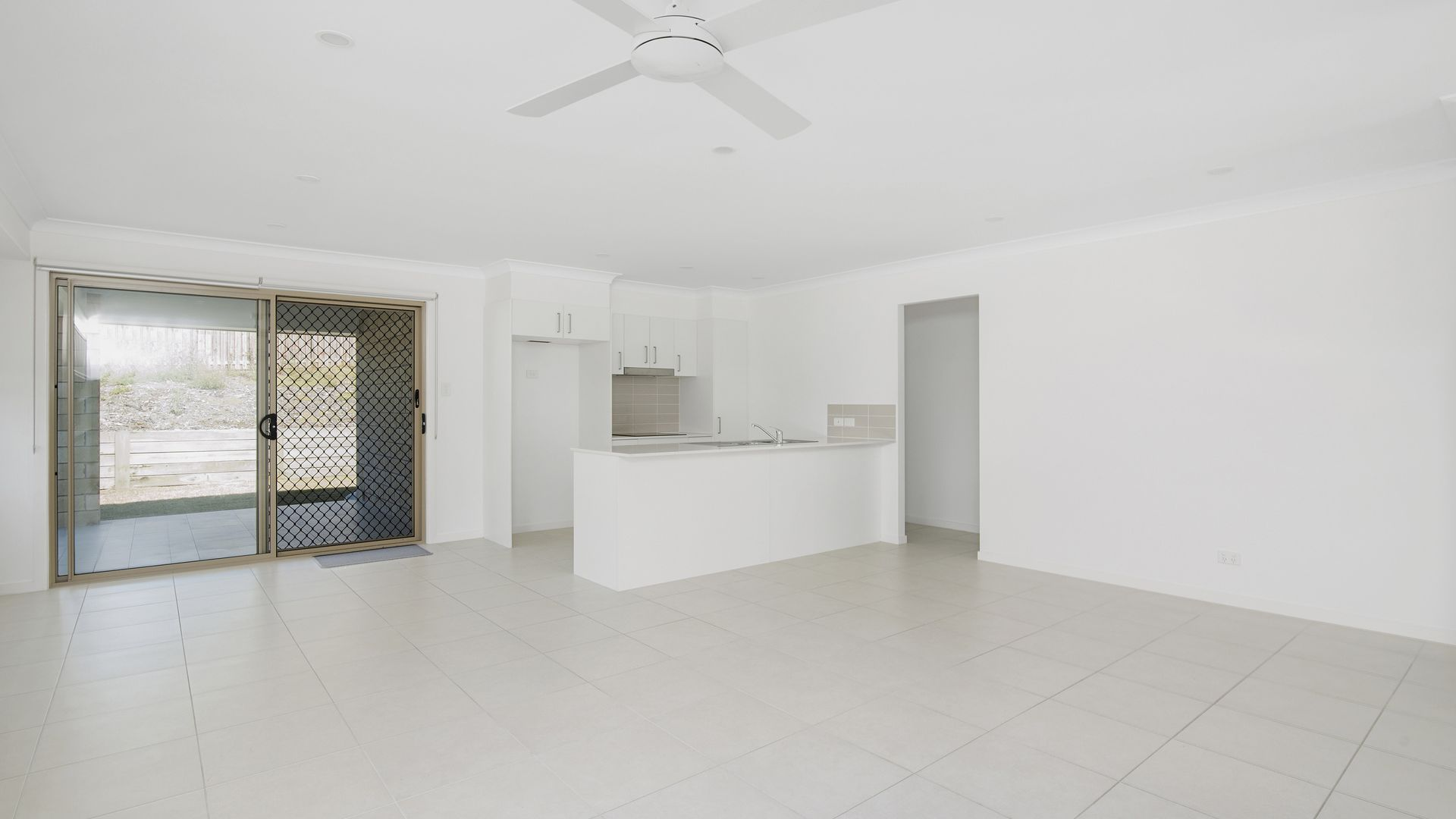 3 Logan Crescent, Oxenford QLD 4210, Image 2