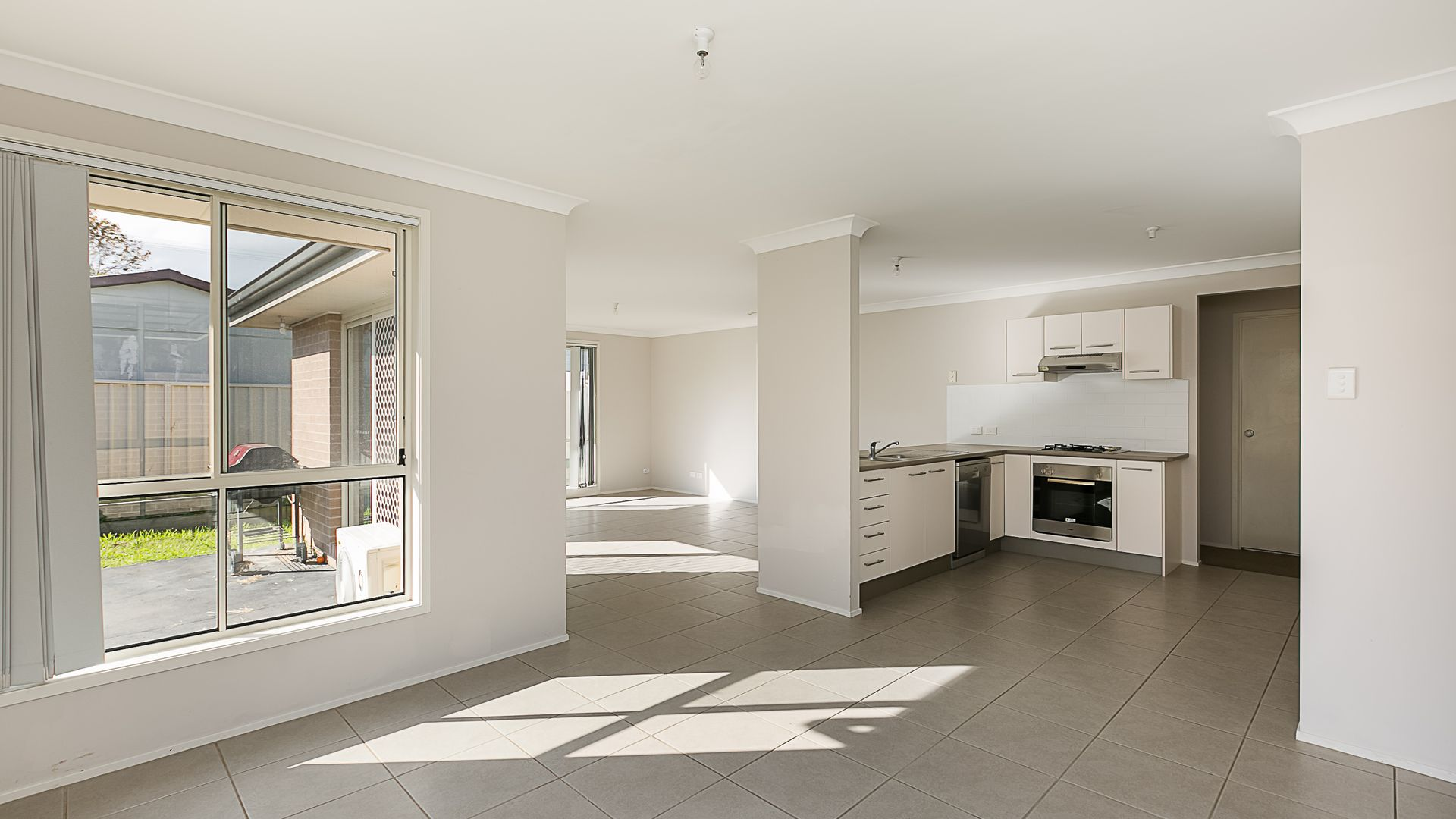 18 The Circuit, Blue Haven NSW 2262, Image 2