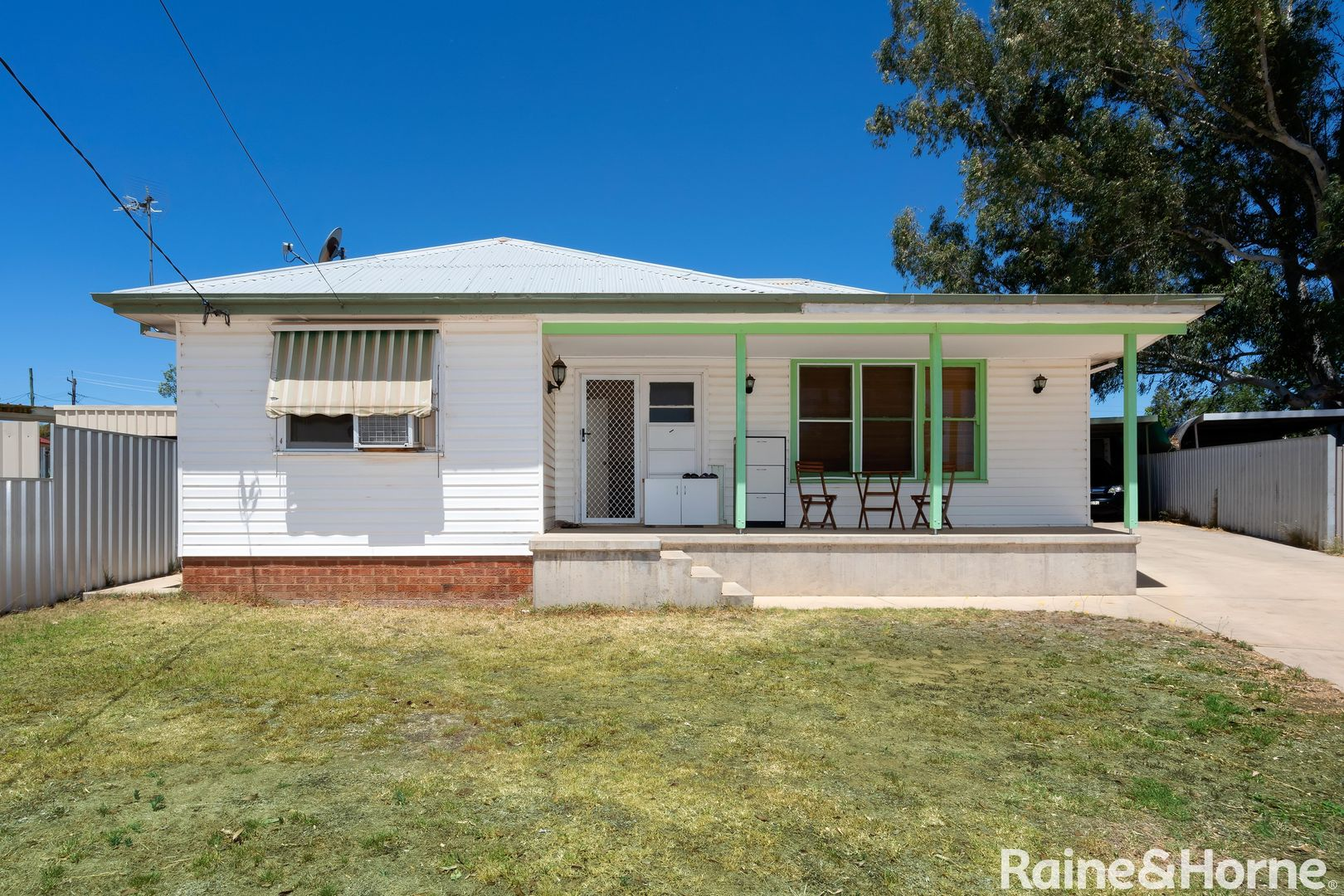4 Townsend Place, Mount Austin NSW 2650, Image 0