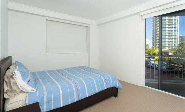 7/11 Hughes Avenue, Main Beach QLD 4217, Image 1