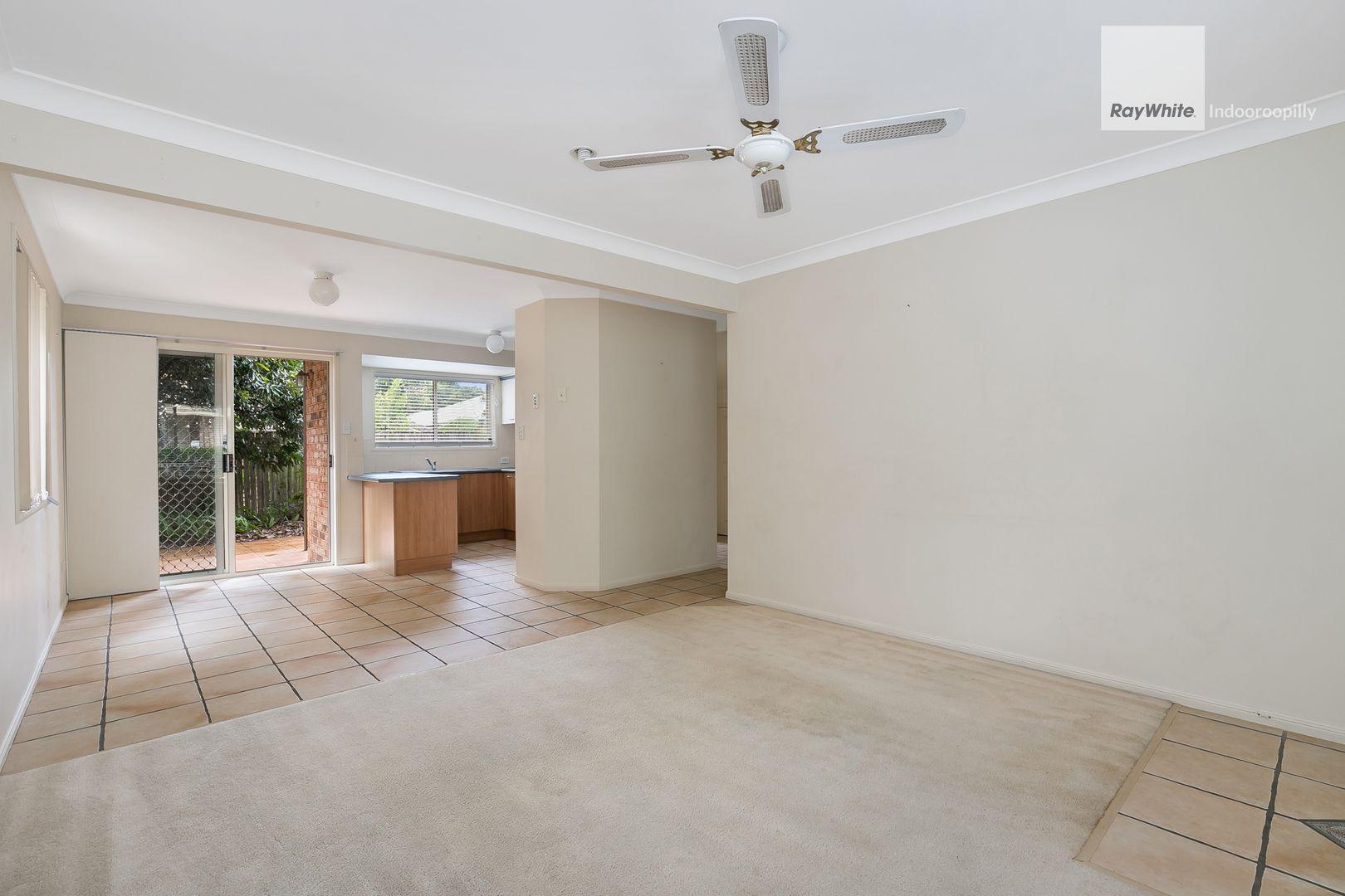 11/25 Hogan Place, Seventeen Mile Rocks QLD 4073, Image 2