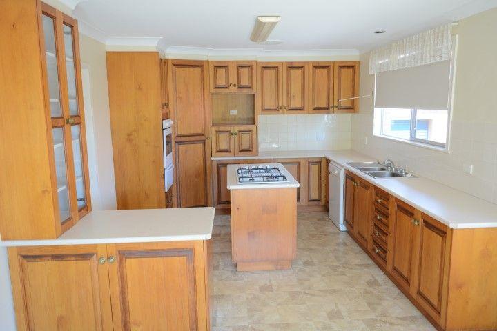 24 Mary Street, Mount Lofty QLD 4350, Image 2