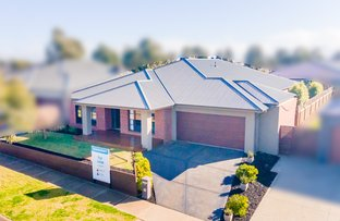 Picture of 12 Waterway  Boulevard, Melton South VIC 3338