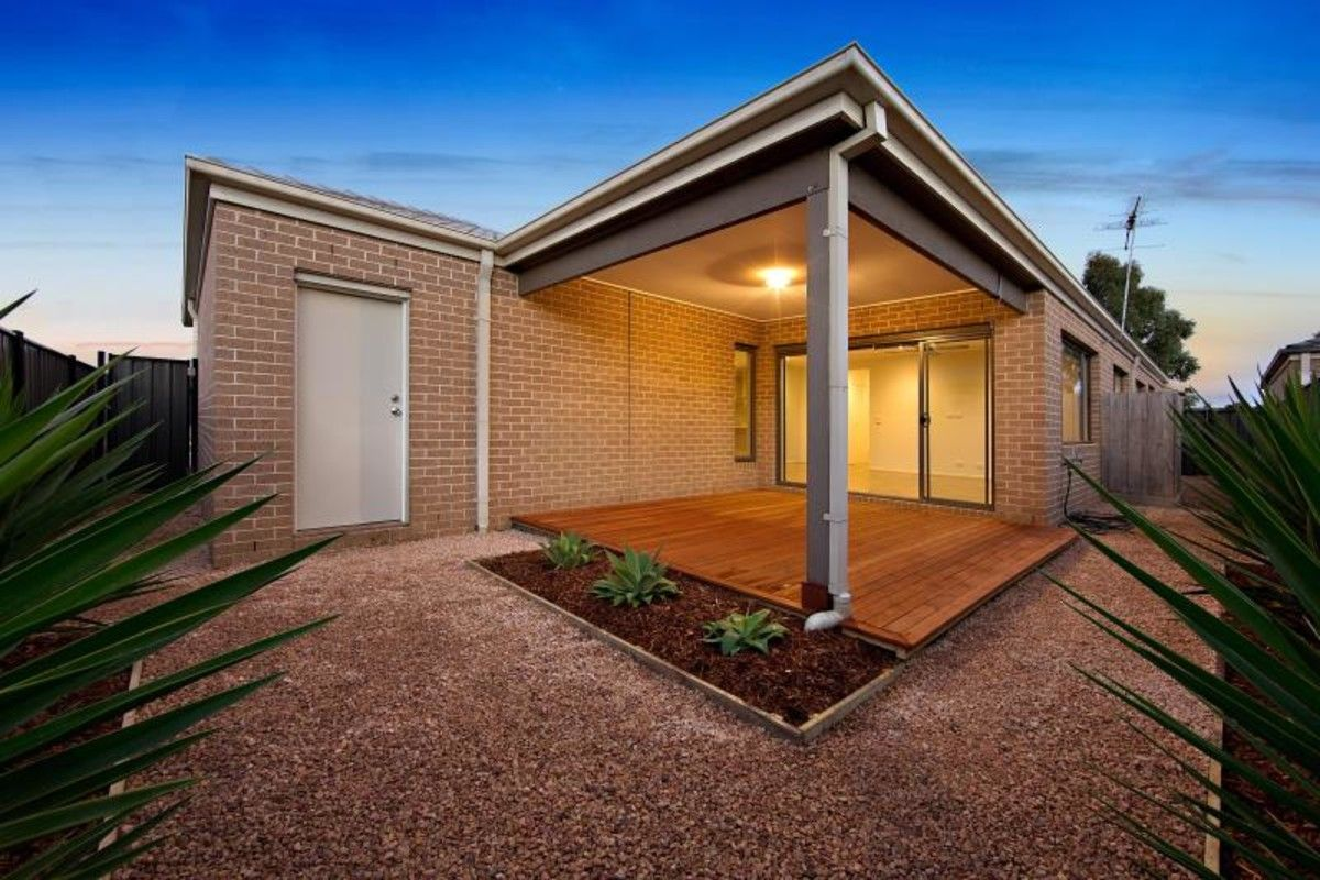 95 Heather Grove, Clyde North VIC 3978, Image 8
