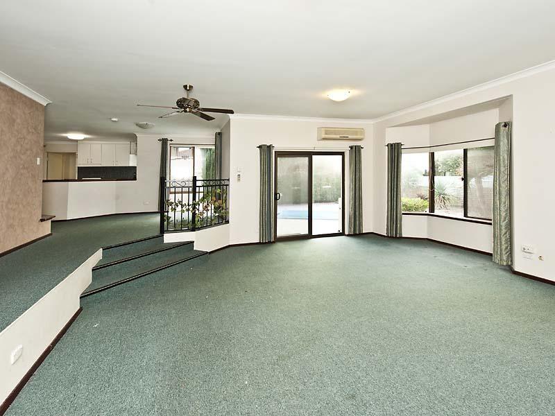 11 Kingfisher Drive, Halls Head WA 6210, Image 1