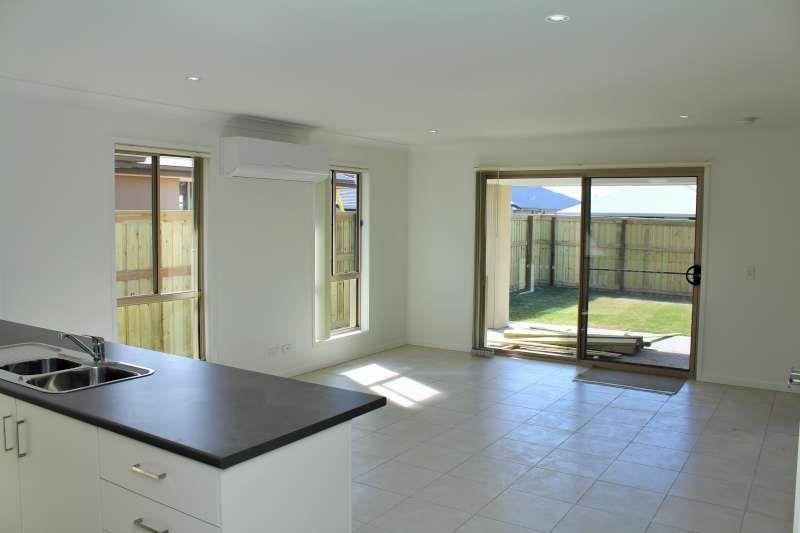 11 Pine Place, Upper Kedron QLD 4055, Image 1