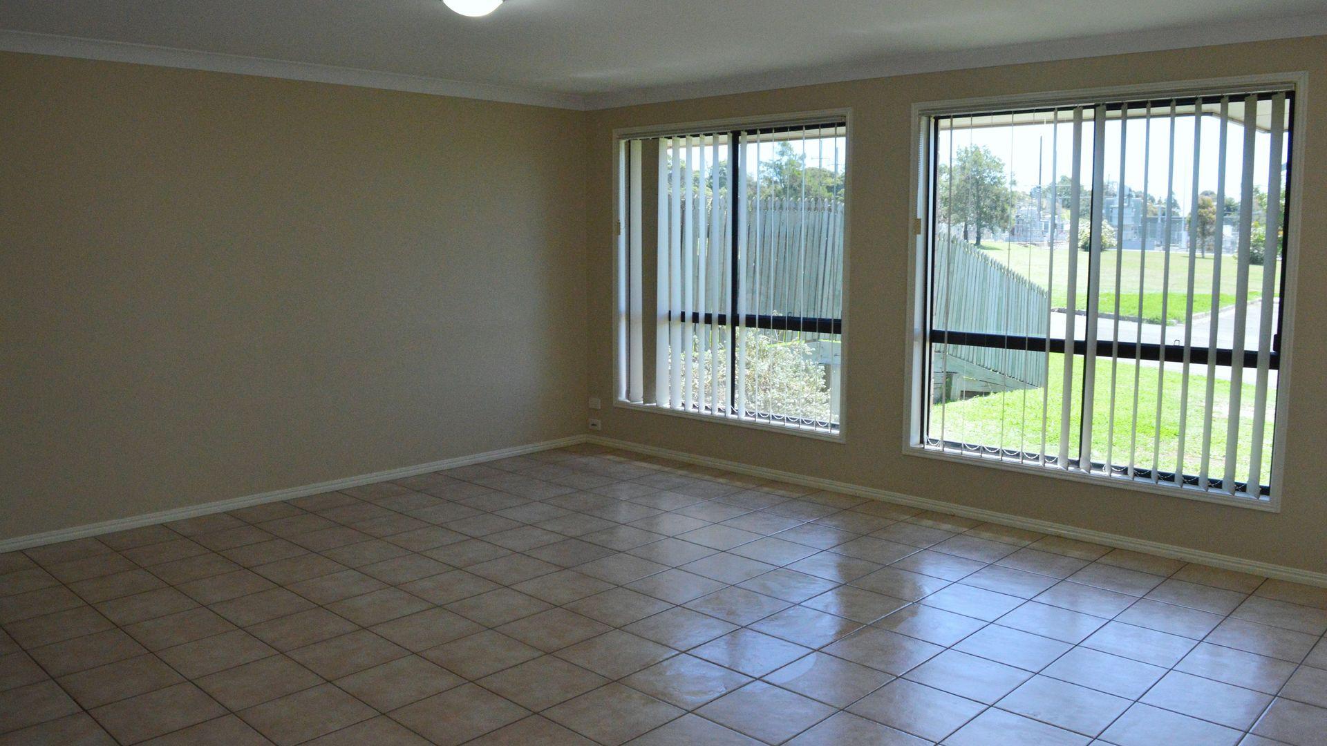 10 Cortess Street, Kearneys Spring QLD 4350, Image 2