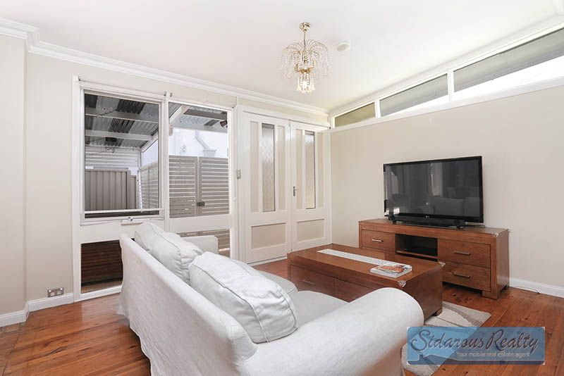 7 Adrian Place, Greystanes NSW 2145, Image 2