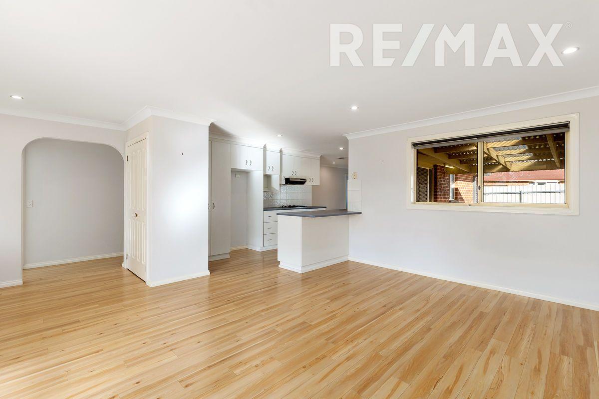 1 Kamaroo Court, Glenfield Park NSW 2650, Image 2