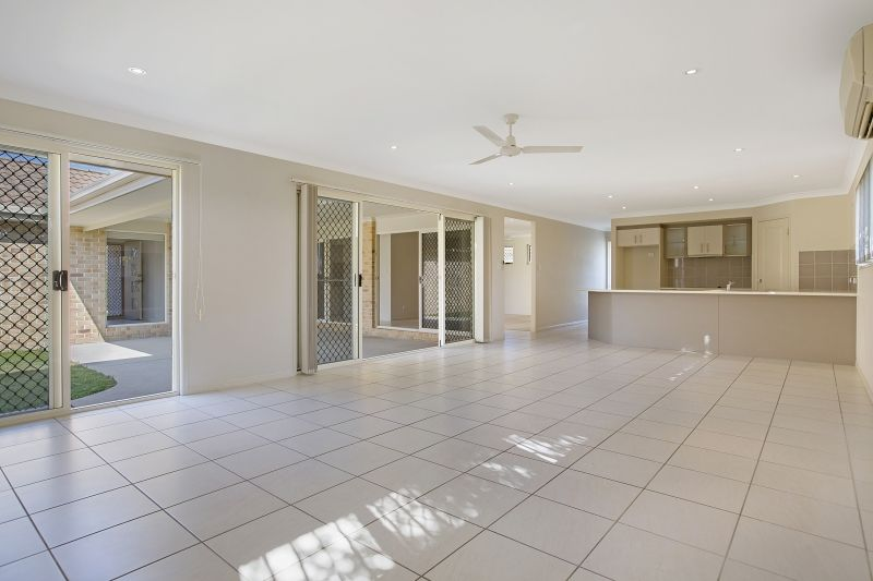 41 Allister Crescent, Rothwell QLD 4022, Image 2